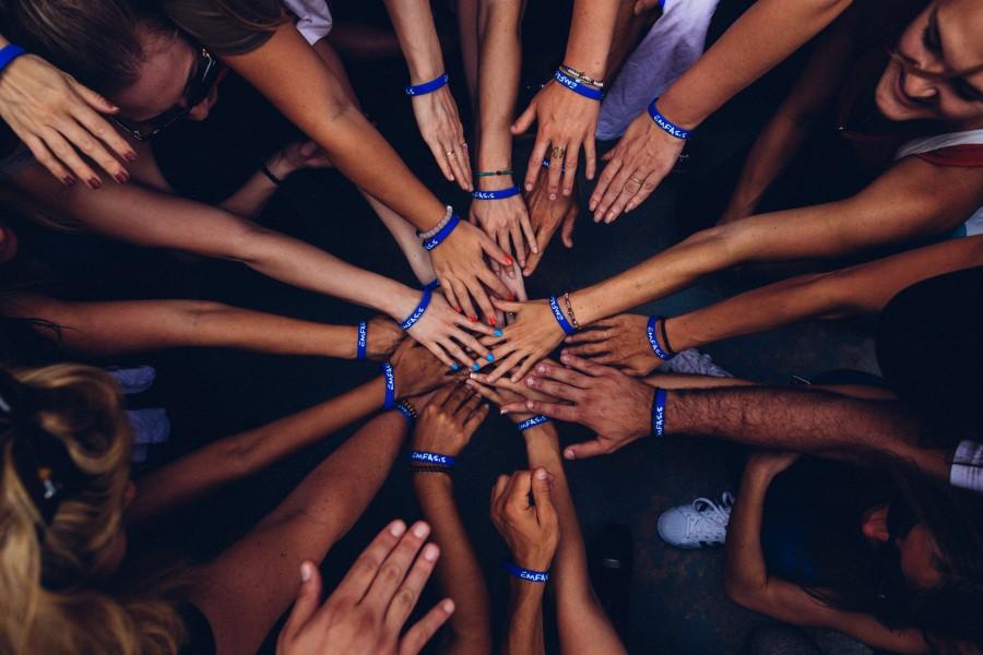 volunteers hands